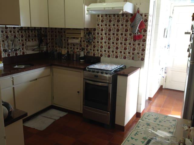 Cozinha e entrada de serviço