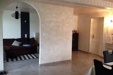 Appartement rdc avec terrasse - Évires