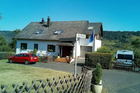 Quiet holiday flat with view of Mosel vineyards - Traben-Trarbach