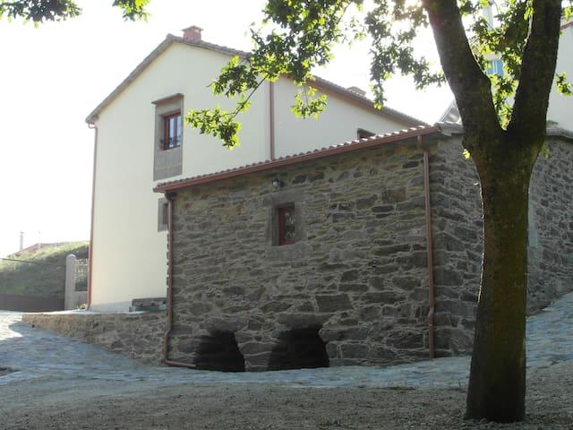 Casa Río Sarela: casa rural Santiago de Compostela - Santiago de Compostela - House