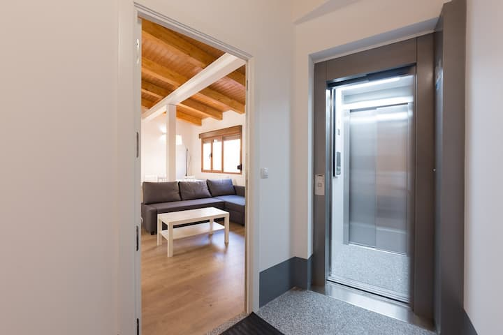 """BRIGHT AND SILENT APARTMENT NEXT TO """"PLAZA MAYOR"""""""