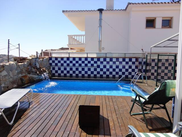 VILLA CECILIA- HOUSE IN THE TOWN WITH PRIVATE POOL