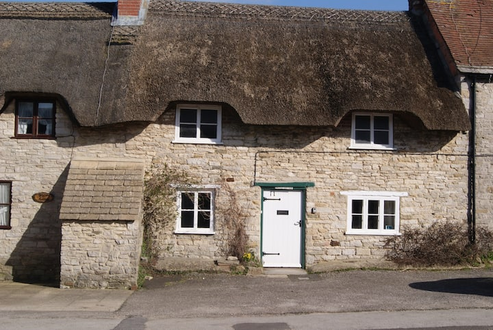 CASTLE COTTAGE perfect for families * dogs welcome