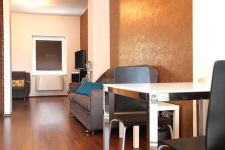 In central part with parking right in front - Bratislava - Appartement