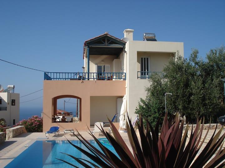 Belle villa en Crête avec piscine