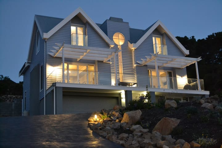 Sapphire Shores-Shearwater Suite, seaside serenity - Mount Martha - Bed & Breakfast