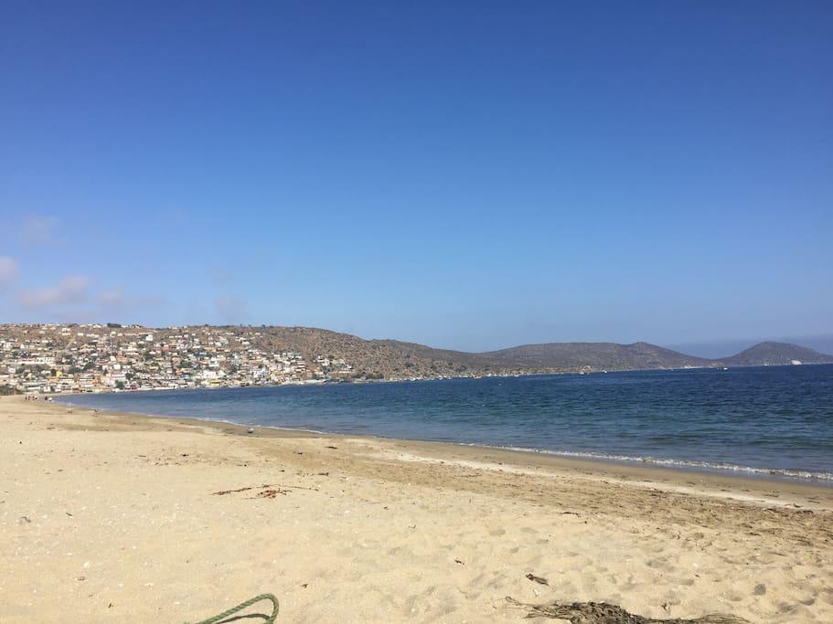 La tranquilidad y transparencia de las aguas , arena suave y limpia