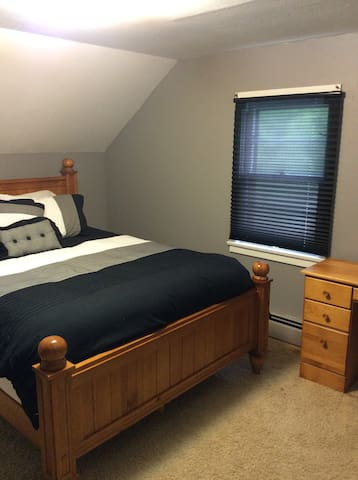 Central Sauk Centre with queen bed