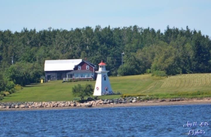 Lighthouse Lane-3 bdrm cozy cottage private beach