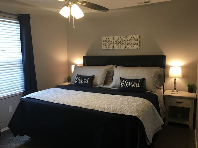 ❤NEW! LUXURY..3 BDM CONDO, 8 MINS TO SILVER DC