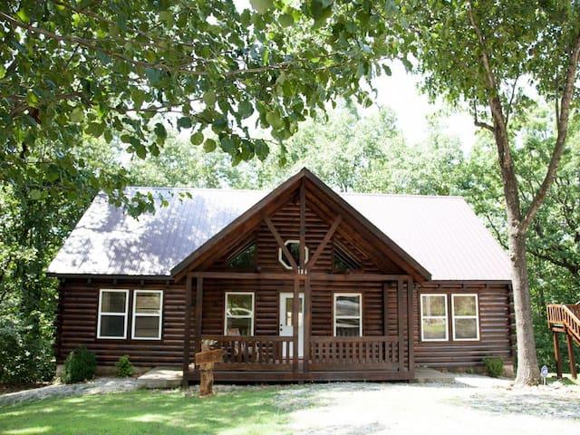 Eagles Nest Cabin-- under 1 mile from Big Cedar!!