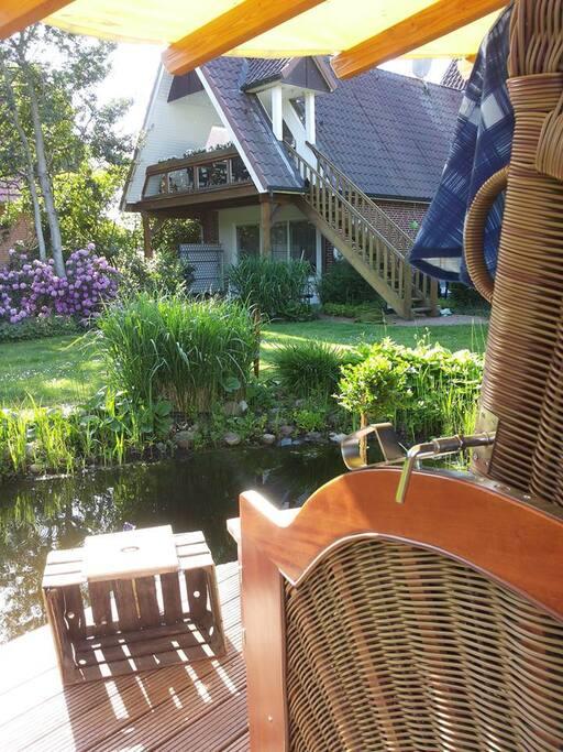 hintere Haushälfte vom Teich aus