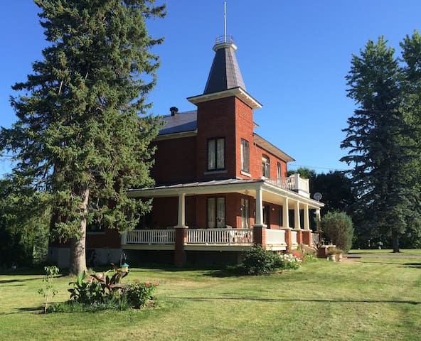 Charming country home near the Ottawa River - Grenville - House