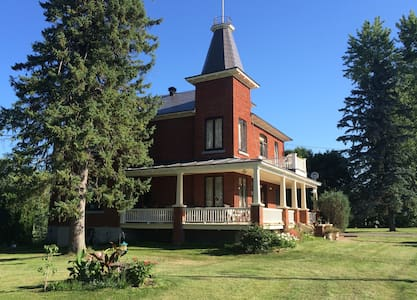 Charming country home near the Ottawa River - Grenville - บ้าน