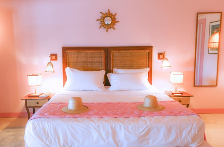 Flamand Rose Room