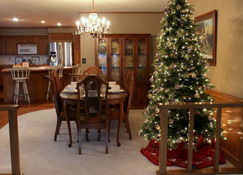 Beautiful dining room, suitable for formal dining.