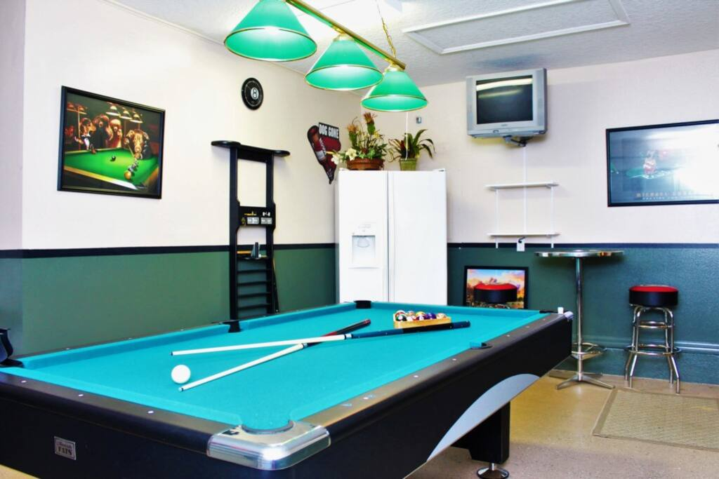 Games Room with Pool Table, Bar Seating and TV!