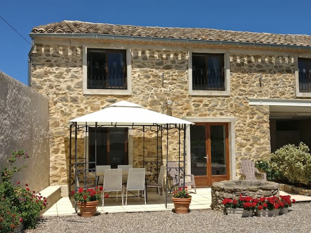 Beautiful Stone Cottage with Heated Pool