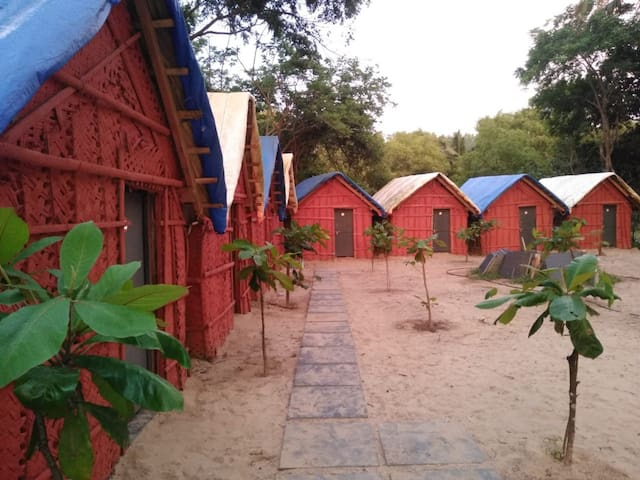 Hutzzz   ( Beach front stay at Kumta )