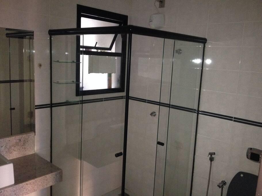 Banheiro social disponivel