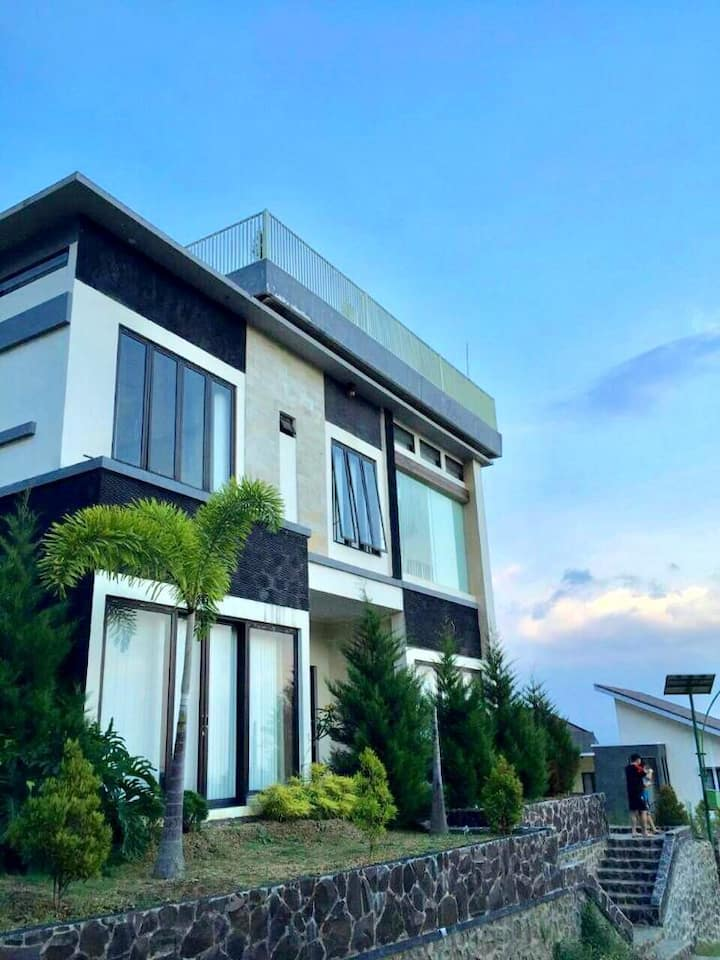 *Villa Hosanna* The Kusuma Pinus Batu(20+ person)