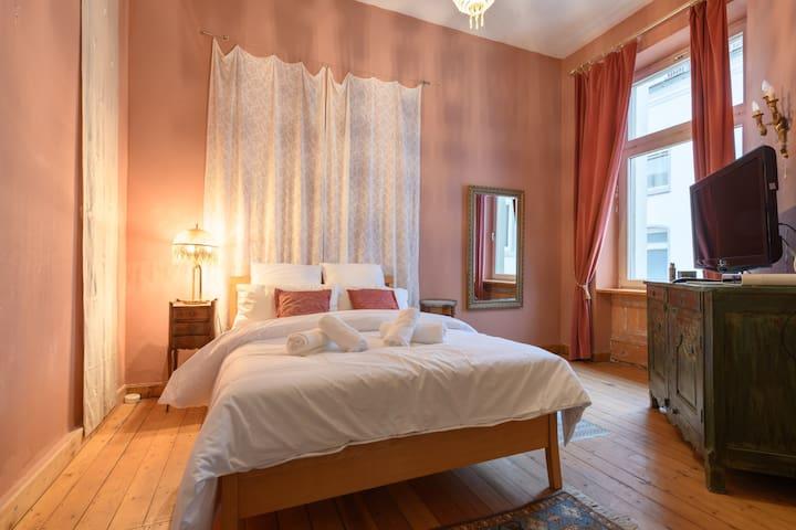 Privat Zimmer in 5 Zi Jugendstil Wohng in Wiesbden