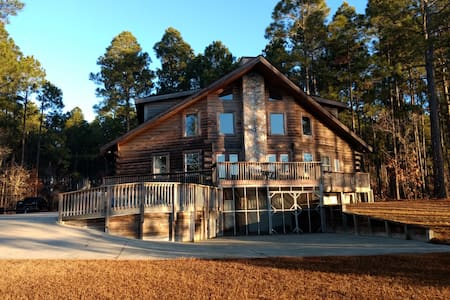 Luxurious Log Cabin on the lake at Bay Tree Lakes!