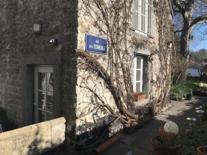 Maisonnette duplex très cosy en pierres du pays