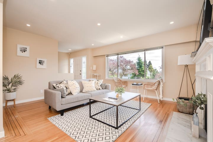 Stunning 2 Bedroom Residence - Perfect Location