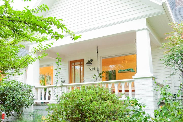 Family Friendly Craftsman Bungalow close in NE !