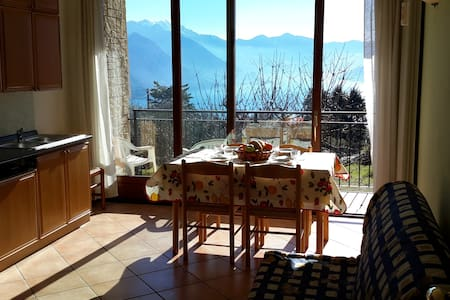 Surrounded by green hills with  lake Iseo view. - Solto Collina - Apartmen