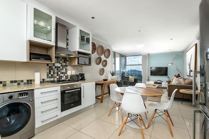 Apex on Smuts 2 bedroom luxury, Wifi and DSTV