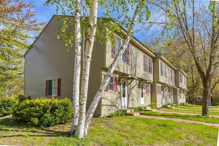 Condo In Conway NH on Saco River- Pet Friendly!
