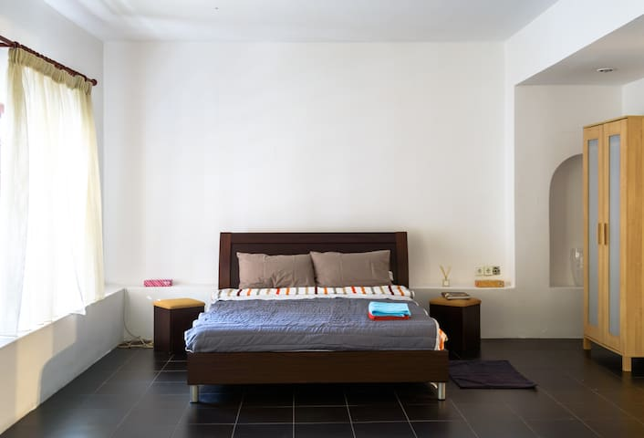 Modern, bright Studio near Athens Center