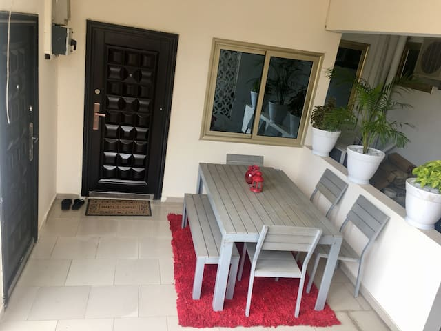 Cozy Spacious Flat  Close to Airport