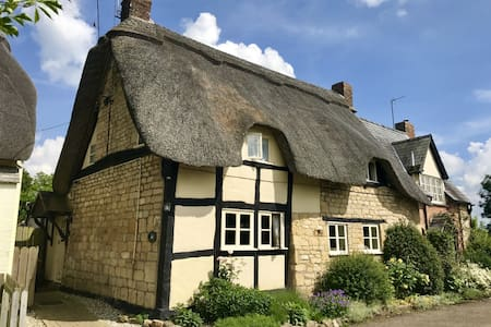 Bells Cottage, Alderton Glos Quintessential Thatch