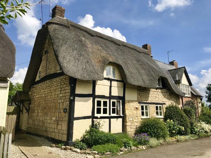 Bells Cottage, Alderton Glos Quintessential Thatch