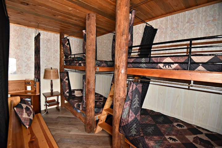 Alaskan Stoves Hostel: Common Area Bunk-B