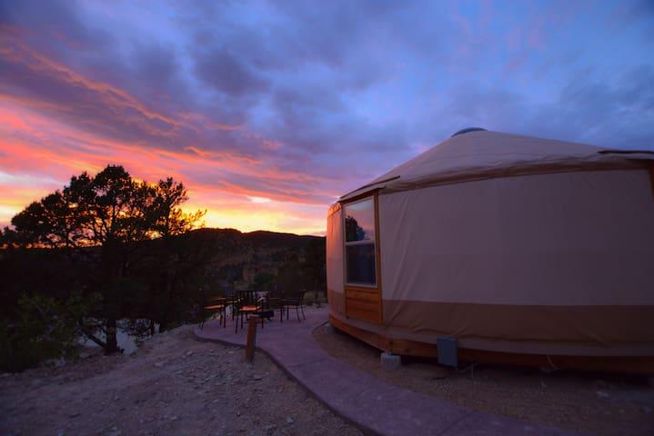 Yurt Overlook at East Zion Resort #10 (2King Beds)