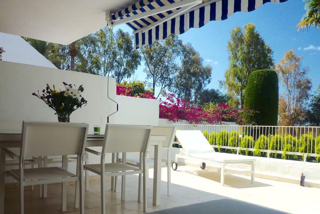 Ferienwohnung Golf Rio Real Marbella. Moderne Wohnung in Strandnähe. Große Terrasse (Südseite)