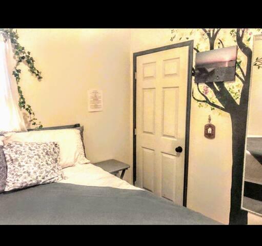 Cute & cozy PRIVATE ROOM in Long Beach, Ca