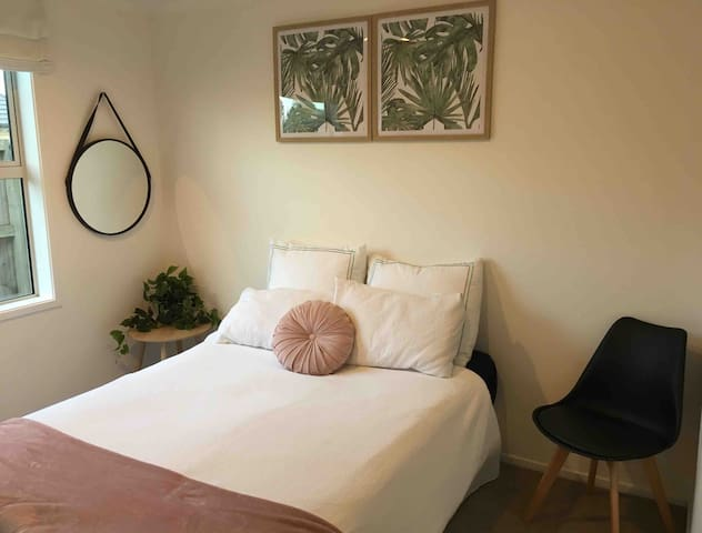Cosy Room - Great Value!