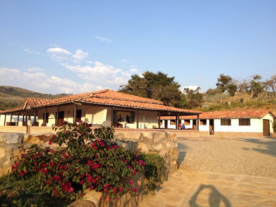 Hermosa finca campestre houses for rent in curit for Piscinas naturales santander