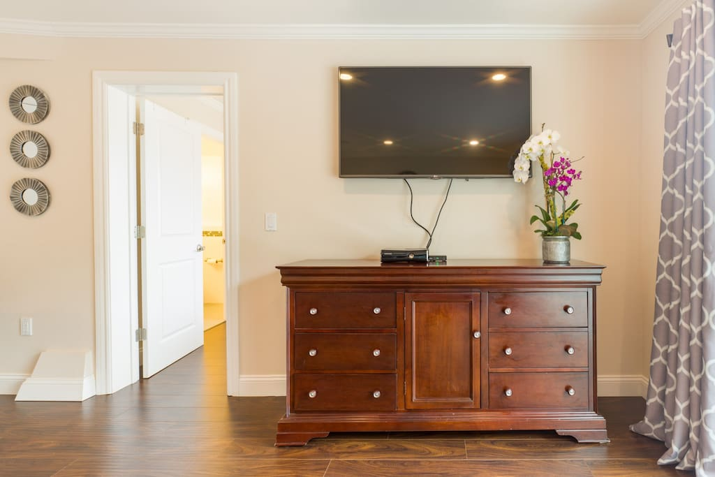 Large flat screen TV, cable & wifi.