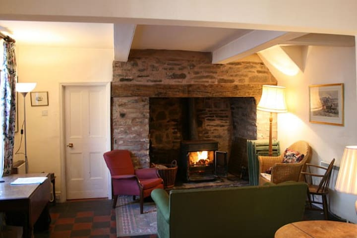 Old town house in Shropshire hills - Bishop's Castle - Casa
