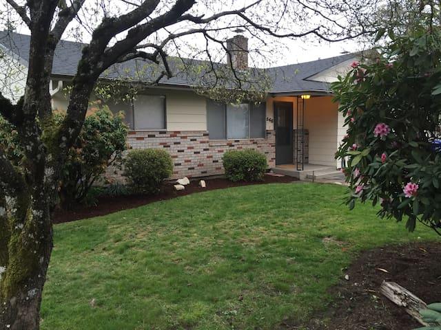 11 mi to Portland 2 bedroom CLEAN duplex/apt # 565 - Gladstone - Hus
