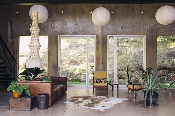 The Concrete Jungle - Doonan - Σπίτι