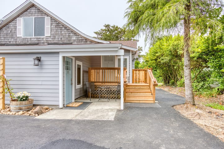 New listing! Charming, newly remodeled studio near the beach!