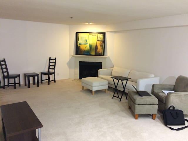 Suite in Spacious Palo Alto Condo - Palo Alto - Apto. en complejo residencial