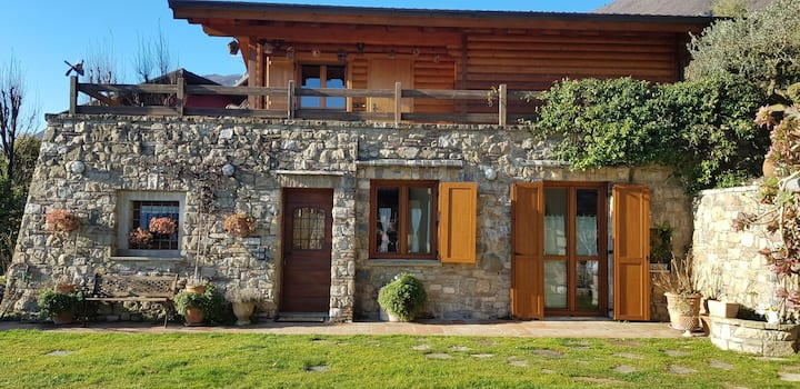 Country cottage in pietra panoramico